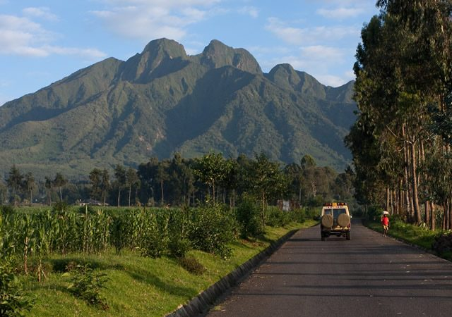 Distance between Volcanoes National Park and Bwindi Forest National Park